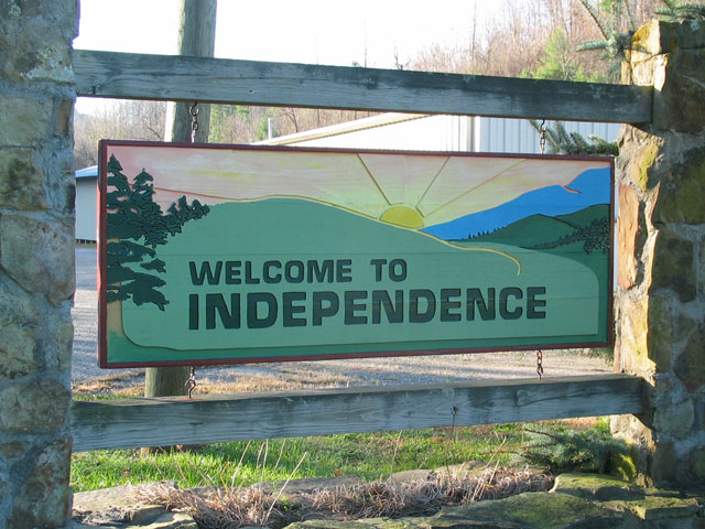 a sign reading welcome to independence